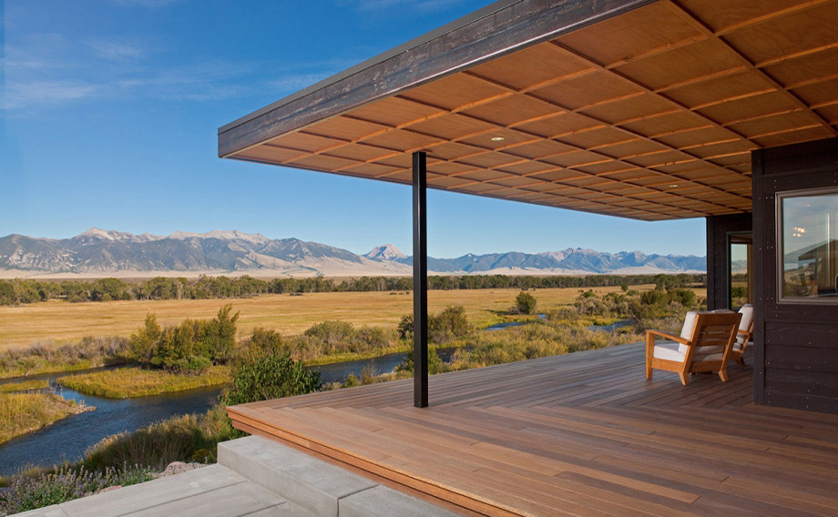 Custom home in Ennis Montana along the Madison River with a modern Porch