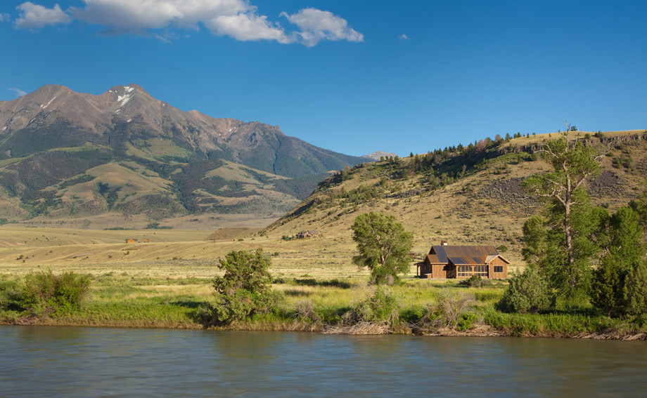 custom built cabin on the yellowstone river in paradise valley montana