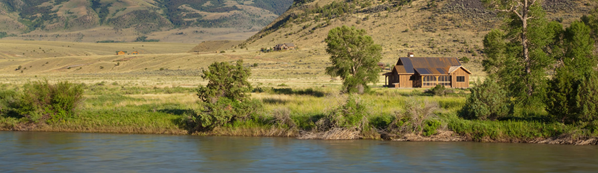 Custom home on the Yellowstone river in Paradise Valley Montana